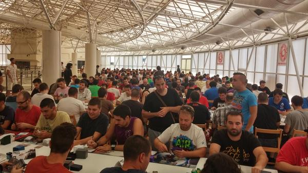Jugadores de todo el país se concentran para conseguir la victoria en un torneo PPTQ regional